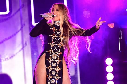 Jennifer Lopez quyên 1 triệu USD cho dân Puerto Rico - Ảnh 1.