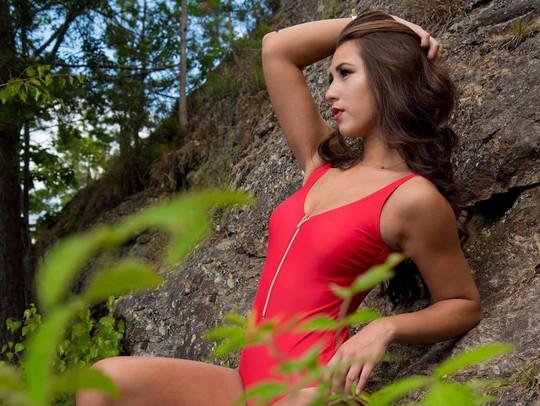 Cận cảnh nhan sắc tân Hoa hậu Na Uy gốc Việt - Ảnh 3.