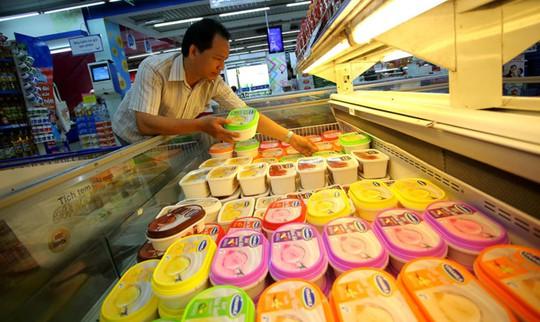 Trước sự đổ bộ của kem ngoại, kem VN vẫn đang chiếm ưu thế trên thị trườngẢNH: NGỌC DƯƠNG