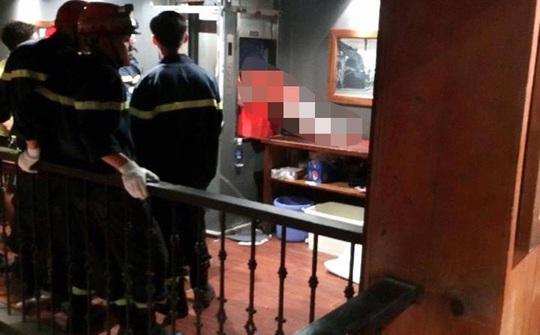 Nam thanh niên kẹt đầu trong thang máy tử vong - Ảnh 1.