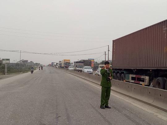Vụ tai nạn chết người làm ùn tắc giao thông trên Quốc lộ 1, đoạn qua địa phận xã Vượng Lộc