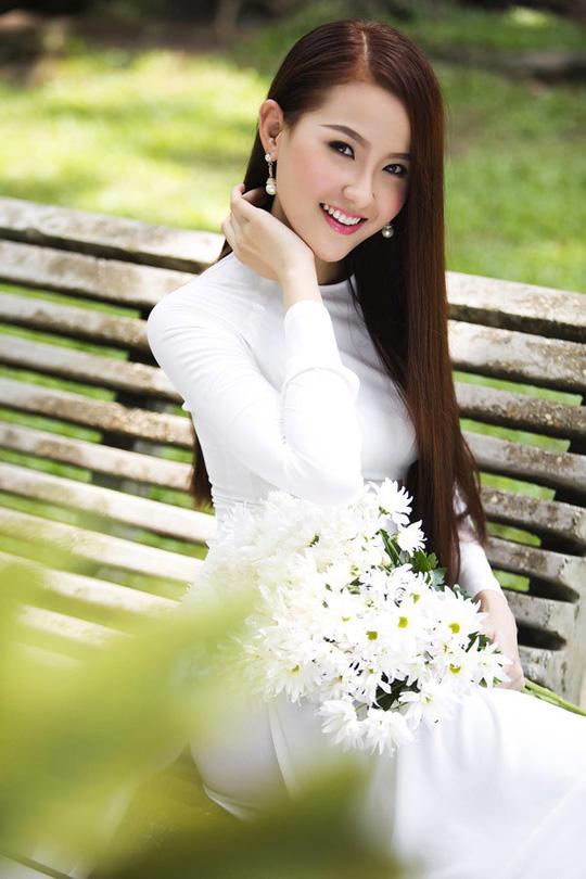 Hoa hậu Hoàn cầu Khánh Ngân tặng 200 triệu cho đồng bào Phú Yên - Ảnh 2.