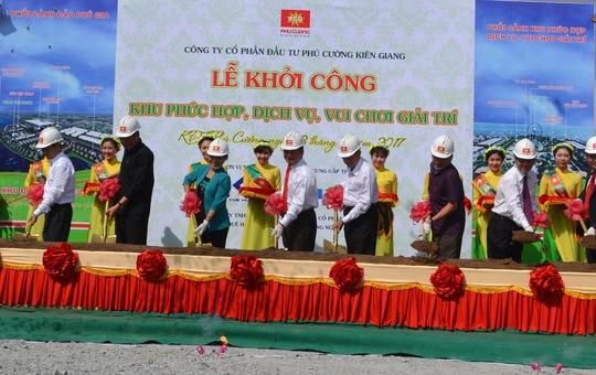 Lãnh đạo Tỉnh ủy, UBND tỉnh Kiên Giang cùng Tập đoàn Phú Cường thực hiện nghi thức khởi công dự án.
