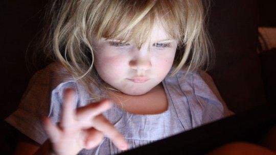 Tác hại của màn hình cảm ứng đối với trẻ nhỏ - Ảnh 3.