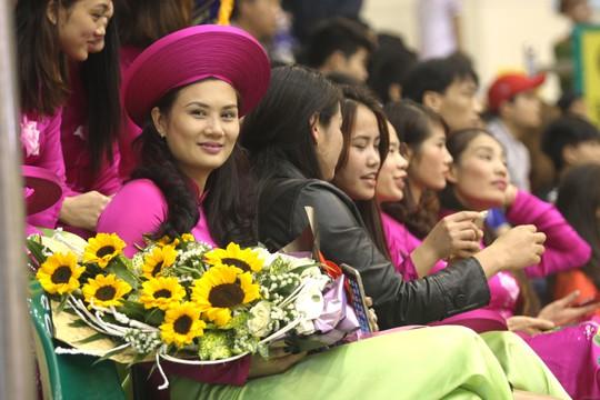 Hoa khôi bóng chuyền Kim Huệ chuyển nghề - Ảnh 1.