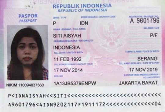 Hộ chiếu thu giữ trên người nữ nghi phạm thứ 2. Ảnh: Daily Mail