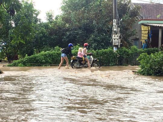 Phú Yên: Nước sông đột ngột lên cao, 1 người bị cuốn trôi - Ảnh 1.