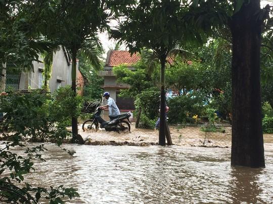 Phú Yên: Nước sông đột ngột lên cao, 1 người bị cuốn trôi - Ảnh 3.
