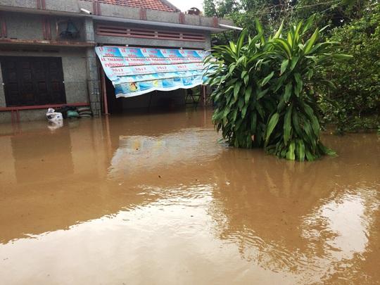 Phú Yên: Nước sông đột ngột lên cao, 1 người bị cuốn trôi - Ảnh 2.