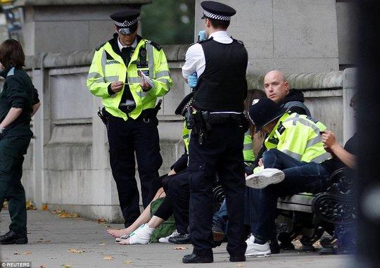 Lại lao xe vào đám đông ở London - Ảnh 4.