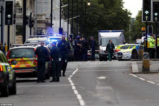 Lại lao xe vào đám đông ở London - Ảnh 6.