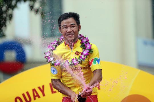 Nguyễn Thành Tâm bị thương nặng - Ảnh 8.