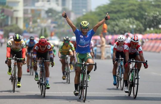 Chiến thắng giúp Minh củng cố chiếc áo xanh của mình