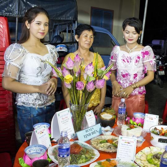 Đồng bào Khmer Nam bộ làm gì trong những ngày Tết?