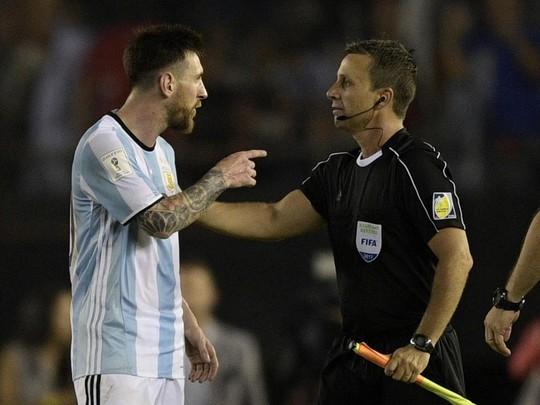 Messi bất ngờ được FIFA xóa án treo giò - Ảnh 1.