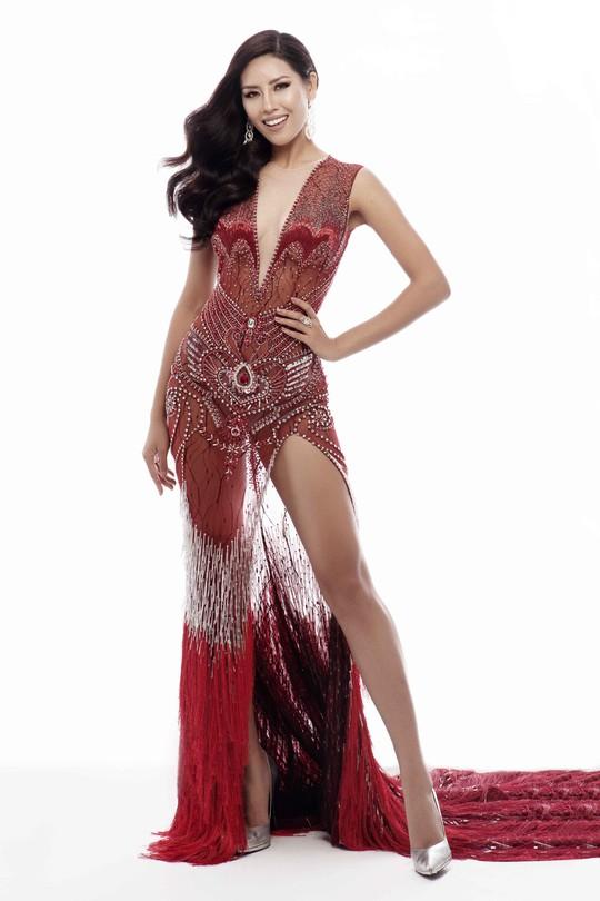 Trang phục khoe đường cong của Nguyễn Thị Loan tại Hoa hậu Hoàn vũ 2017 - Ảnh 1.