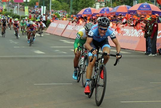 """Loic Desriac của đội Bike Life Đồng Nai, ứng viên hàng đầu cho danh hiệu Áo đỏ """"vua leo núi"""""""