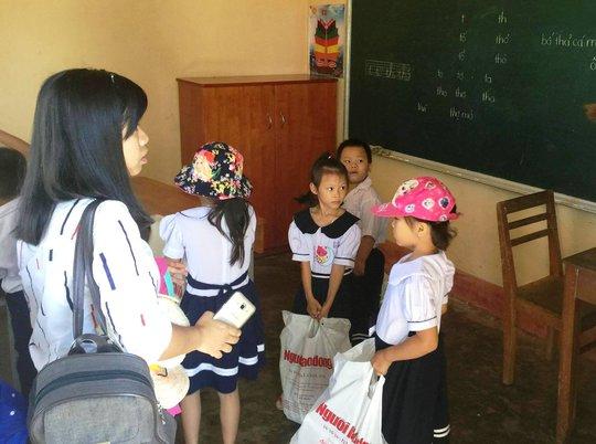 Trung thu sớm cho trẻ em biển đảo Khánh Hòa - Ảnh 3.