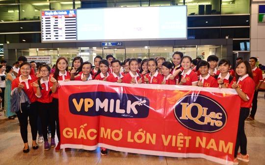 Ngày về rạng ngời của tuyển bóng đá nữ Việt Nam - Ảnh 8.