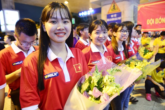 Ngày về rạng ngời của tuyển bóng đá nữ Việt Nam - Ảnh 14.