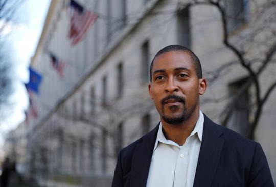 Ông Johnathan Smith, cựu luật sư về vấn đề nhân quyền dưới thời ông Obama. Ảnh: Reuters