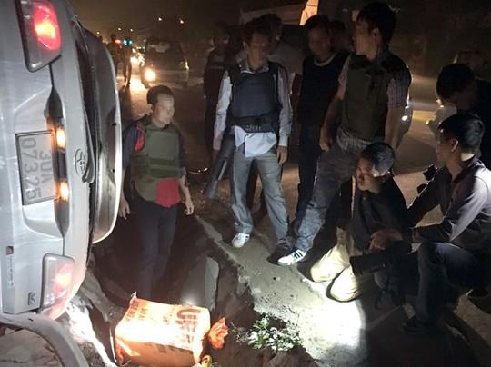 Lục Thanh Đồng bị bắt sau khi bỏ chạy 20 km - Ảnh cắt từ clip trên mạng xã hội