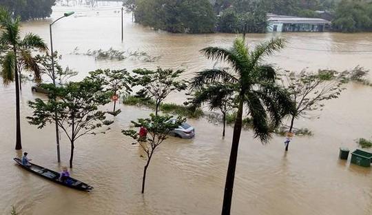 Nước lũ tại Huế lại lên, Đà Nẵng hàng ngàn hộ dân còn ngập - Ảnh 3.