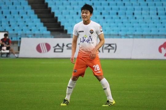 CLB Gangwon cho Xuân Trường nghỉ hết tháng 8 - Ảnh 1.