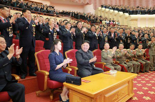 Triều Tiên khoe ảnh ông Kim Jong-un tươi cười tổ chức đại tiệc - Ảnh 7.