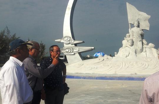 Các thành viên hội đồng nghiệm thu đánh giá cao về về thiết kế và thi công tượng đài