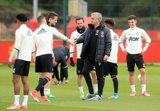 Mourinho phản pháo HLV Ajax - Ảnh 1.