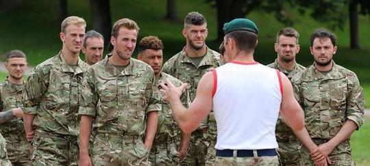 Tuyển Anh tập kiểu nhà binh trước trận gặp Scotland, Pháp - Ảnh 1.