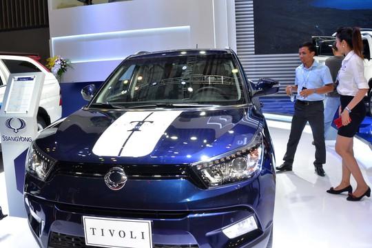 Doanh số bán ô tô tháng 10 giảm mạnh - Ảnh 1.