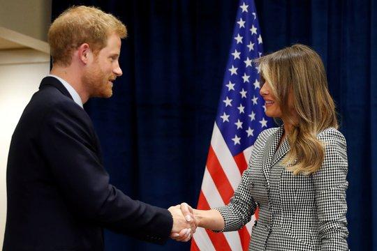 Công du một mình, bà Melania gặp Hoàng tử Harry và Thủ tướng Canada - Ảnh 1.