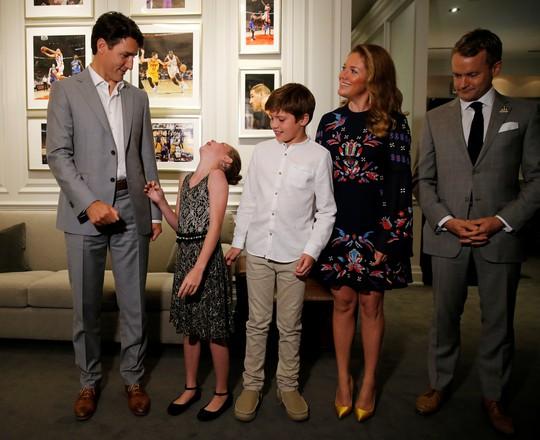 Công du một mình, bà Melania gặp Hoàng tử Harry và Thủ tướng Canada - Ảnh 7.