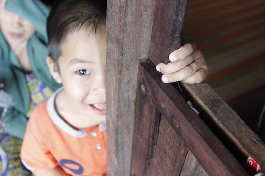 Cuộc sống khó khăn, khắc nghiệt, thiếu thốn đủ thứ nhưng những trò chơi trên đã tạo ra niềm vui riêng cho trẻ em trên đảo.