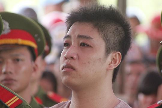 Châu Minh Nhân lặng người khi nghe tòa tuyên án