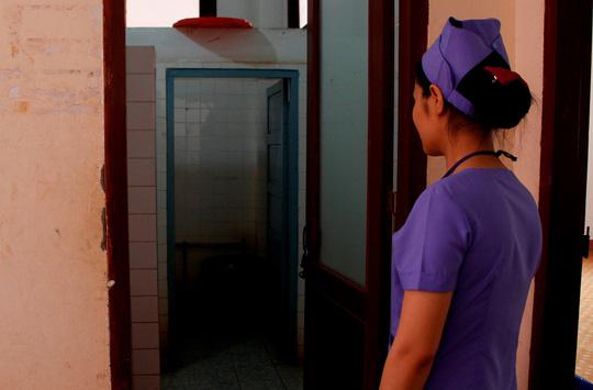 Khu vực nhà vệ sinh nơi phát hiện thi thể 2 trẻ sơ sinh