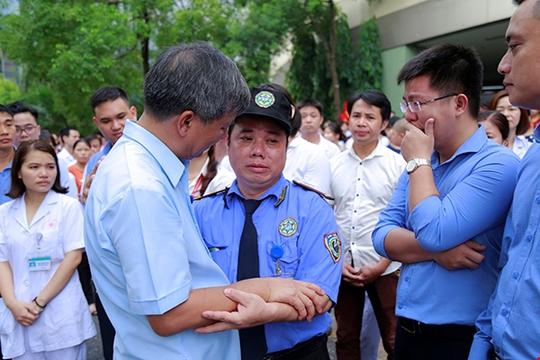Bệnh nhân xúc động chia tay GS Nguyễn Anh Trí về hưu - Ảnh 11.