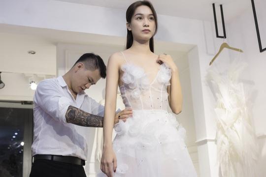 Trình diễn thời trang công nghệ trên phố đi bộ Nguyễn Huệ - ảnh 2