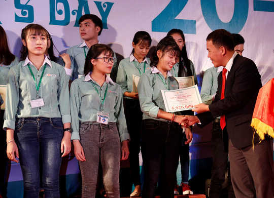 Đại học Đông Á trao hơn 2 tỉ đồng học bổng - Ảnh 4.