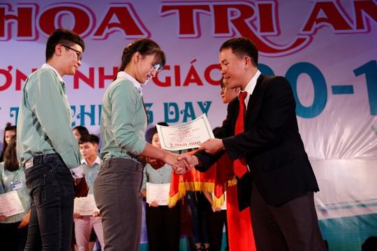 Đại học Đông Á trao hơn 2 tỉ đồng học bổng - Ảnh 3.