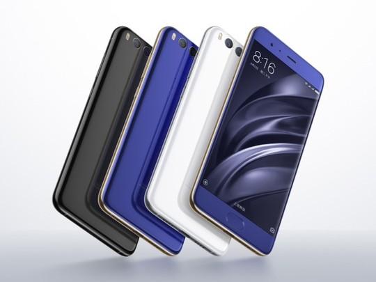 Xiaomi Mi 6 có ba màu cơ bản (đen, xanh và trắng) cùng hai phiên bản màu đặc biệt (Ceramic và bạc).