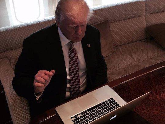 Bất ngờ với điện thoại của Tổng thống Donald Trump - Ảnh 1.