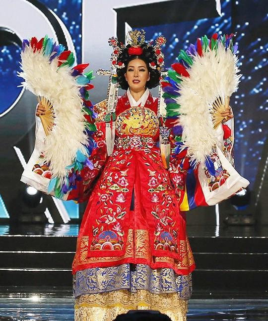Tranh cãi nhan sắc của Tân Hoa hậu Siêu quốc gia 2017 - Ảnh 10.