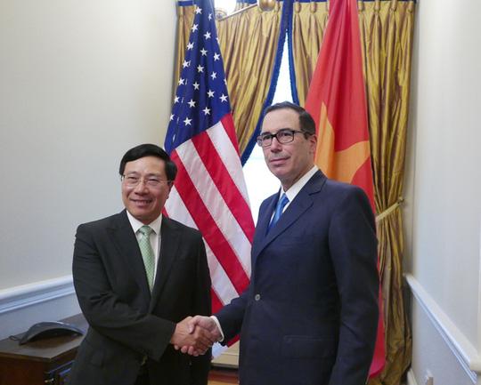 Phó Thủ tướng, Bộ trưởng Bộ Ngoại giao Phạm Bình Minh gặp Bộ trưởng Tài chính Steven Mnuchin