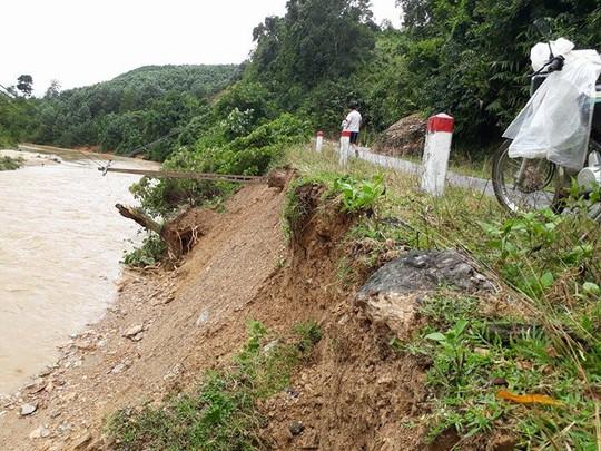 Cận cảnh Bắc Trung Bộ chìm trong mưa lũ - Ảnh 14.