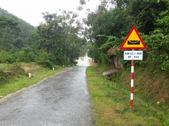 Cận cảnh Bắc Trung Bộ chìm trong mưa lũ - Ảnh 19.