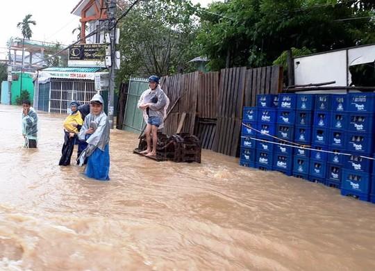 Đà Nẵng- Quảng Trị: Hàng ngàn nhà dân còn ngập sâu trong nước - Ảnh 3.