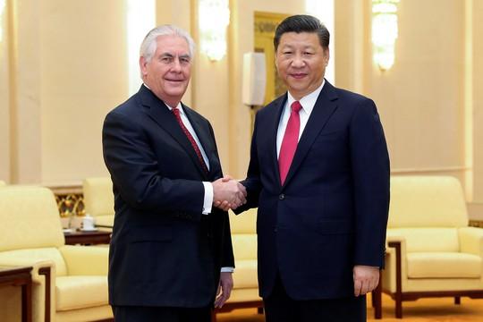 Chủ tịch Trung Quốc Tập Cận Bình (phải) tiếp Ngoại trưởng Mỹ Rex Tillerson tại thủ đô Bắc Kinh ngày 19-3. Ảnh: Reuters